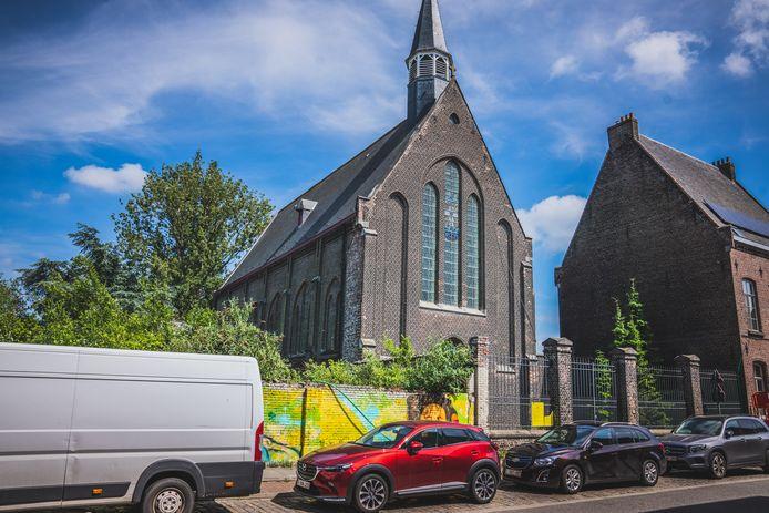 In de kerk Sint-Theresia van Avila op de Muide mogen oldtimers geparkeerd worden.