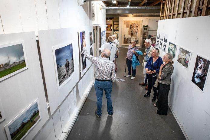 TT-2021-11648 - ALMELO - Open atelierroute Almelo, aan de Achtzaligheden. Zes kunstenaars (met allerlei creaties) in deze loods zetten de deur open voor publiek. EDITIE: AM FOTO: Robin Hilberink RH20210918