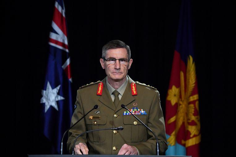 De Australische generaal Angus Campbell maakte donderdag de onderzoeksresultaten bekend. Beeld AFP