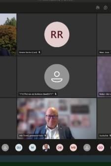 Gesukkel met online vergaderen; raadslid Hulst vloekt tijdens het ambtsgebed