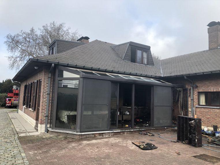 De veranda liep heel veel schade op door de brand.