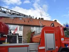 Kapotte brandweerwagen bij schoorsteenbrand Gouda
