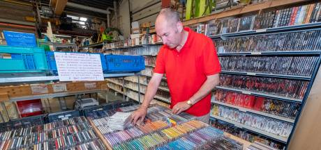 Mysterieuze saboteur teistert kringloopwinkel en drijft vrijwilligers tot wanhoop: wie verwisselt al die cd's?