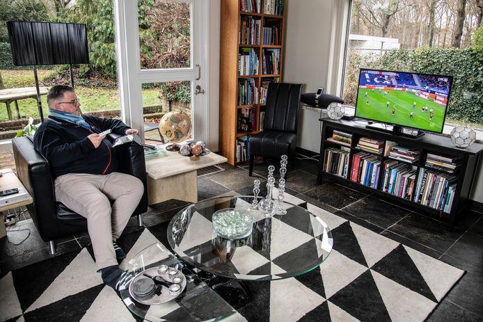 Hubert Bruls is een groot voetballiefhebber. Zaterdagen brengt hij het liefst door met Bundesliga en Premier League op tv. Het EK vormt voor hem het hoogtepunt van dit jaar.