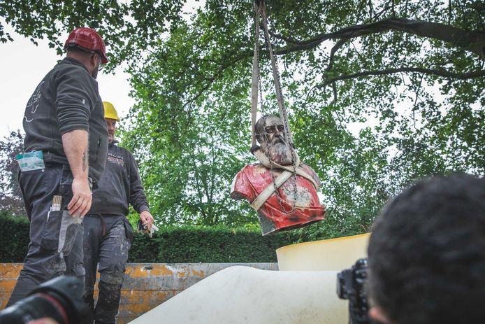 Het weghalen van de buste van Koning Leopold II was een aanbeveling uit het rapport waar de stad al in juni op inging