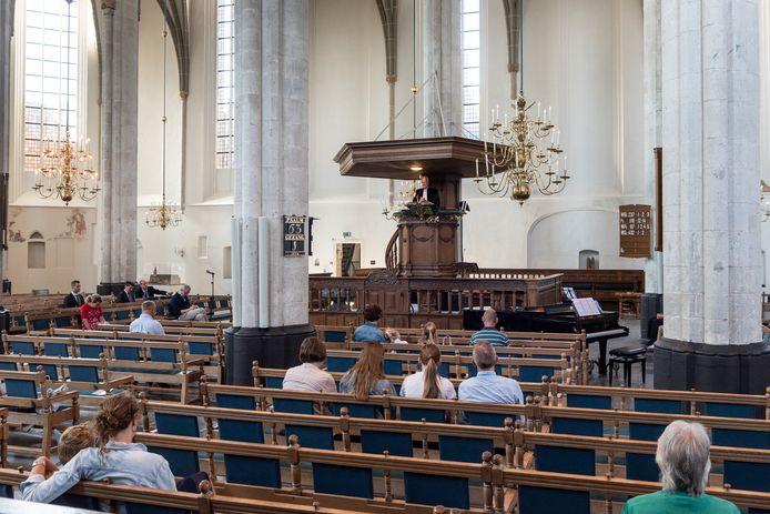 De eerste dertig kerkgangers mogen de preek in de Sint-Joriskerk weer bijwonen op Tweede Pinksterdag.