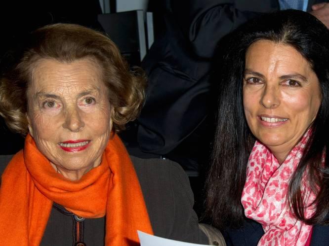 """Françoise Bettencourt Meyers, de rijkste vrouw ter wereld die de vuile was van L'Oréal buiten hing: """"Gigolo troggelde haar moeder miljard euro af"""""""