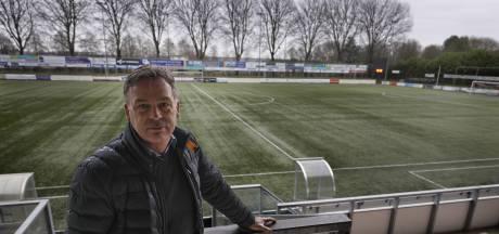 Corona kaapt ook de transfermarkt; 'Verstandigst als de KNVB zo snel mogelijk de stekker eruit haalt'