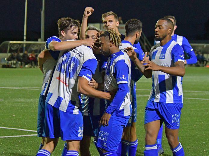 Vreugde bij Hoek na de goal van Steve Schalkwijk.