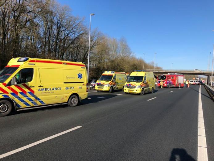 De A73 is afgesloten bij Nijmegen-Dukenburg door een ongeval.