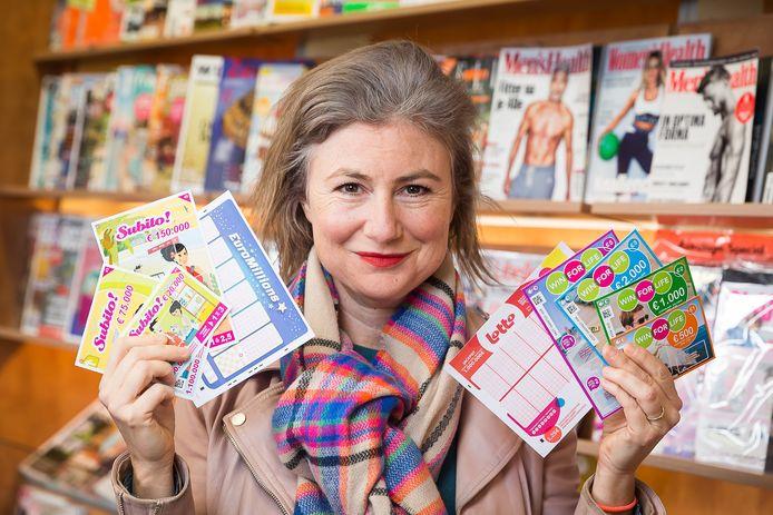 Onze journaliste Sophie Allegaert test verschillende producten van de Nationale Loterij.