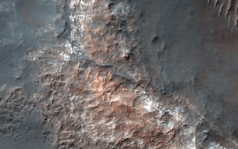Het Gorgonum Basin. Wetenschappers denken dat daar ooit een meer met vloeibaar water geweest moet zijn, toen Mars nog warmer en vochtiger was. Minstens 3,6 miljard jaar geleden moeten er een grote hoeveelheid vloeibaar water en meren aanwezig zijn geweest.