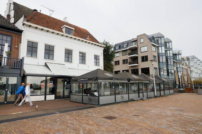 Ribs factory en de Gelagkame aan de Waalkade zijn gesloten. Nijmegen, 27-7-2020 .