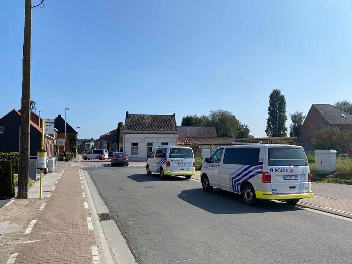 Lede: In de Steenstraat is een politie actie aan de gang.