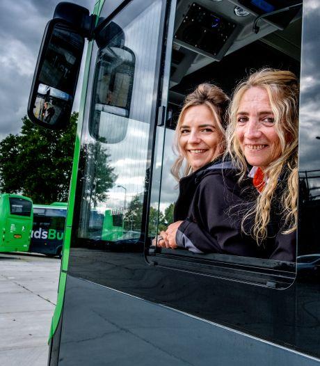 Moeder Mary (55) en dochter Sharon (30) zijn gek op grote gevaartes: 'Daarom buschauffeur geworden'