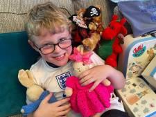 Ethan (7) krijgt kaartjes van over de hele wereld van zijn verloren knuffelkonijn
