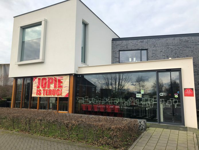 De befaamde snackbar Jopie is terug in Veghel en opent woensdag 24 februari weer de deuren.