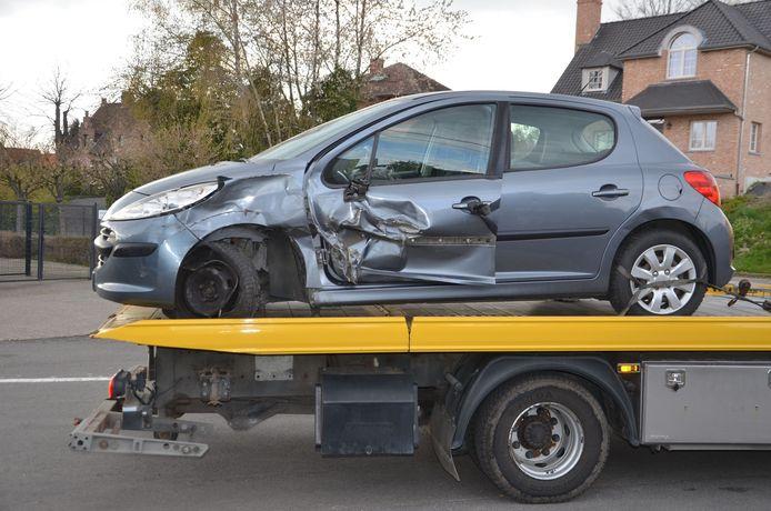De Peugeot werd getakeld.