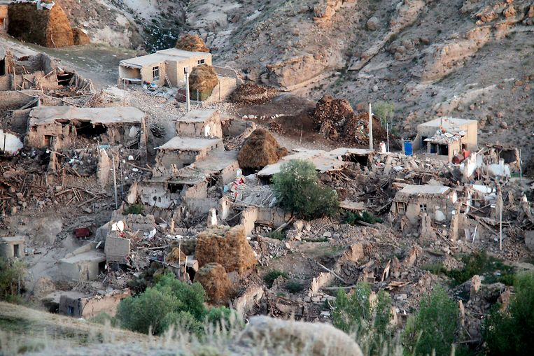A general view shows the destruction in Ishikhli village, near the town of Varzaqan, on August 12, 2012, after twin earthquakes hit northwestern Iran the day before. Officials in Iran on August 12, called a halt to rescue operations following the quakes that devastated scores of northwestern villages, killing 250 people and injuring hundreds, saying all survivors had been located and saved. AFP PHOTO/ISNA/FARSHID TIGHEHSAZ Beeld AFP