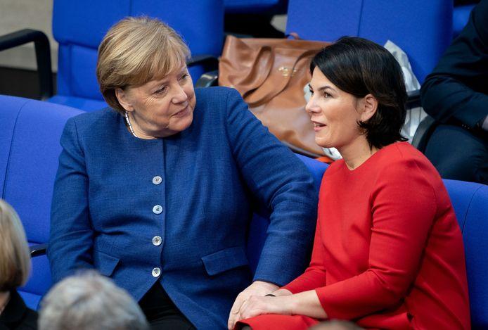 Bondskanselier Angela Merkel (l) met haar mogelijke opvolgster Annalena Baerbock.
