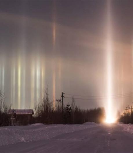 Russen verbaasd over magische lichtzuilen aan nachtelijke hemel