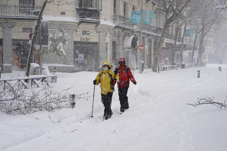 Langlaufers in de straten van Madrid. Beeld Reuters