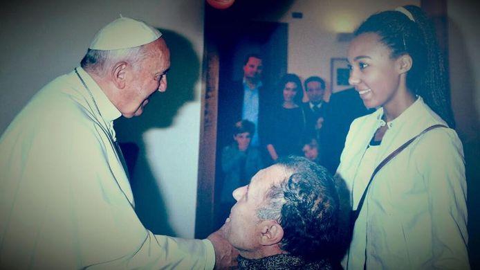 Roberto Guglielmi deed zich twaalf jaar lang voor als verlamde en werd in 2015 door de paus ontvangen in Vaticaanstad.