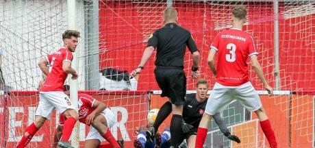 Scorende scheidsrechter Paarhuis uit Hellendoorn 'direct benaderd door vele clubs voor spitspositie'