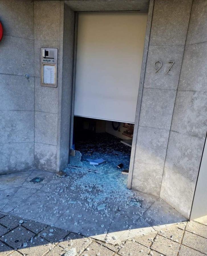 De schade aan de deur was groot.