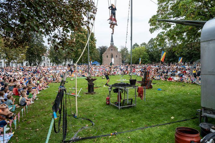 Circus- en straattheater lokten een massa volk, onder andere op het Sint-Alexiusbegijnhof.