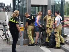 Alwéér iemand vast in 'horrorlift' op station Meppel: dit keer jonge vrouw met racefiets