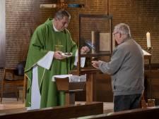 Katholieke kerken in Salland lopen leeg, maar geestelijken broeden op doorstart