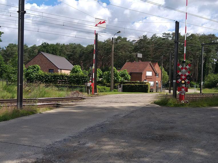 De spoorwegovergang in Aarschot waar donderdagavond het dodelijke ongeval plaatsvond. Beeld Bollen