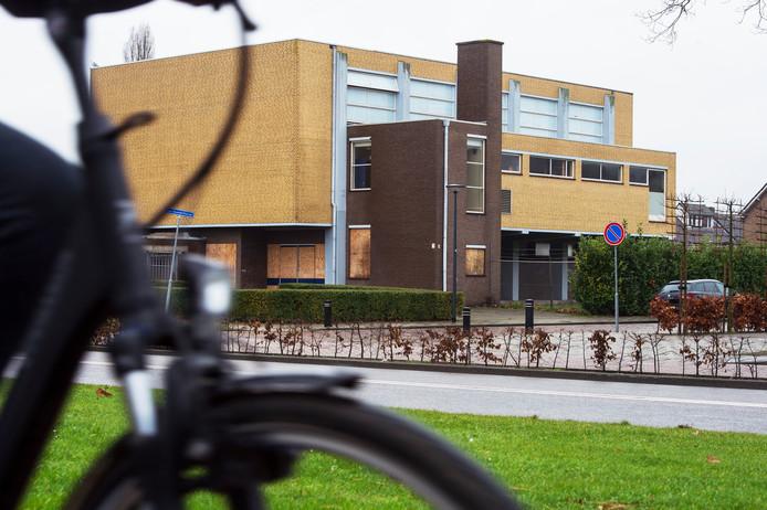 Waalwijk Gymzaal in de verkoop hoek Floris V Laan / Van Assendelftstraat