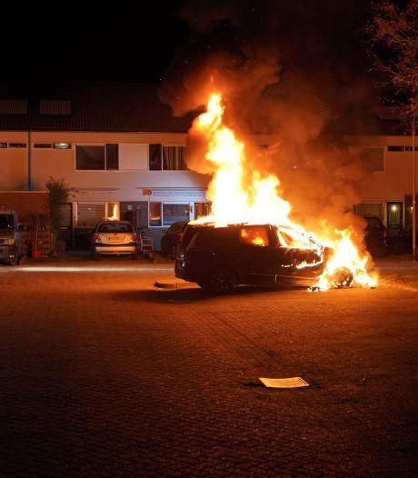 Twee keer autobrand in Nijmegen, tijdens blussen ontstaat een 'explosie'