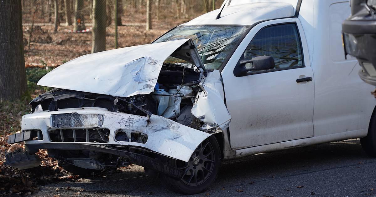 Flinke schade door ongeluk tussen twee autos in Rijen.