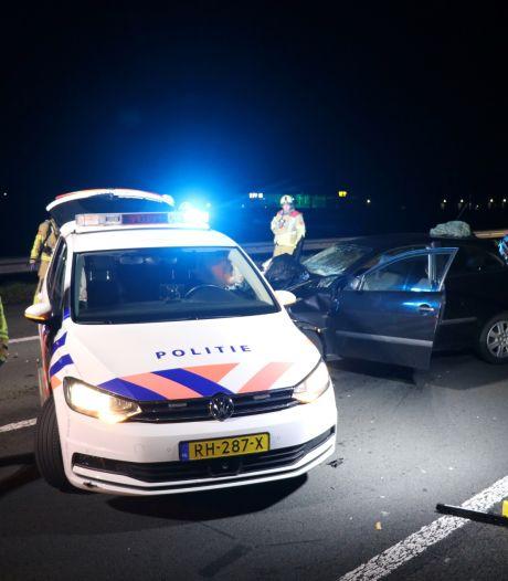 Botsing na botsing op A2: Auto knalt op auto's van Rijkswaterstaat en politie