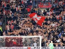 Verbazing over feestende voetbalfans: dit is waarom de supporters niet verspreid worden over het stadion
