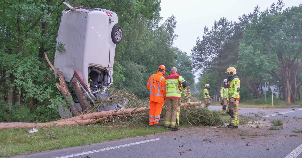Auto gelanceerd bij ongeluk in Ermelo, één persoon gewond.