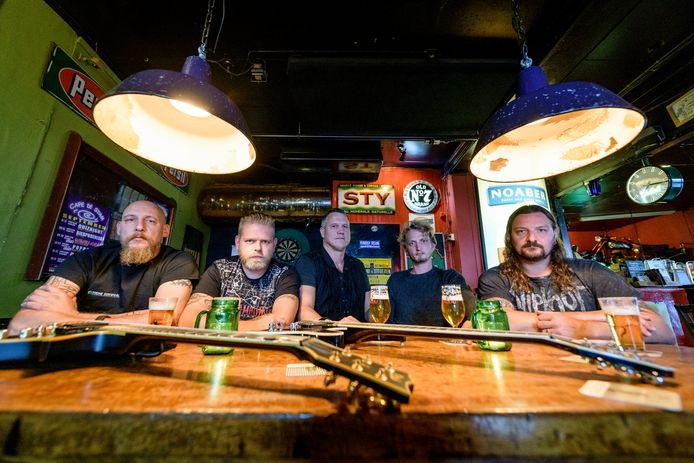 TT-2019-013245 Rockband Back from the Ashes maakt live debuut tijdens de Samenloop voor Hoop Tubbergen, vlnr: Bas ter Meer, Arno Martinus, Rob Rolefes, Ruud Keijzer en Björn Velthof