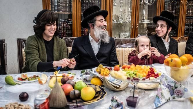 """REPORTAGE. Hoe de ultraorthodoxe joden in Antwerpen écht denken over corona en de maatregelen: """"Wij willen niet in angst leven"""""""