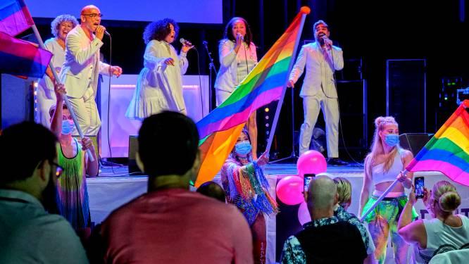 Een kleurrijke, maar intieme Dordrecht Pride in het Energiehuis: 'Gemis van evenementen is groot onder LHBTI-jongeren'