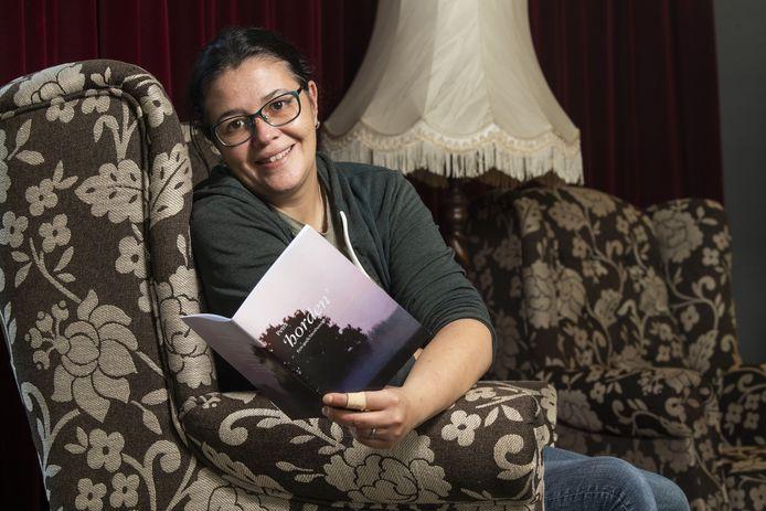 Petra van der Zeeuw kreeg enkele jaren geleden de diagnose autisme. Veel dingen vielen toen op zijn plek. Nu is haar eerste gedichtenbundel te koop.