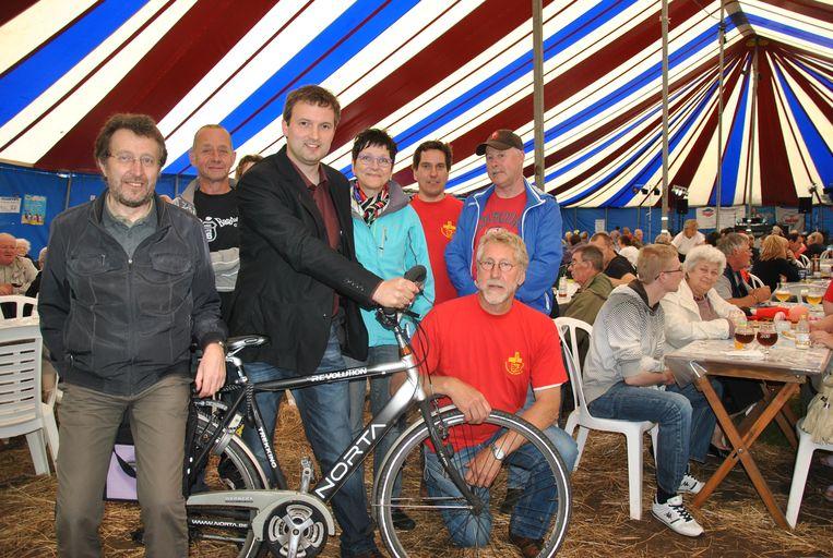 Frans Van Accoleyen  samen met zijn ploeg tijdens de Toer de Frans in 2012.