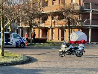 Levenloos lichaam aangetroffen op de stoep: wetsdokter ter plaatse