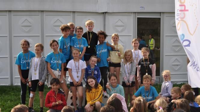 Kinderen De Schatkist tonen zich van meest sportieve kant: medailles voor winnaars scholencross