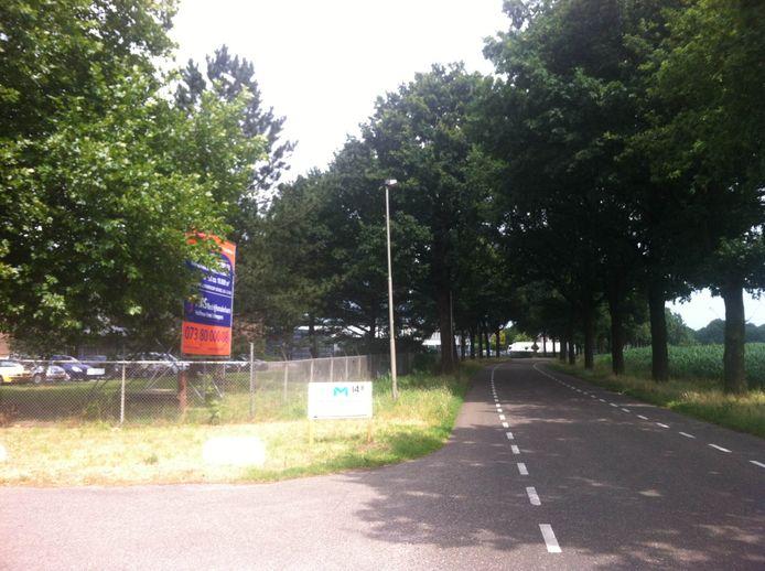 De d'Oultremontweg bij Elshout richting Haarsteeg, ter hoogte van bedrijventerrein Meeuwaert.