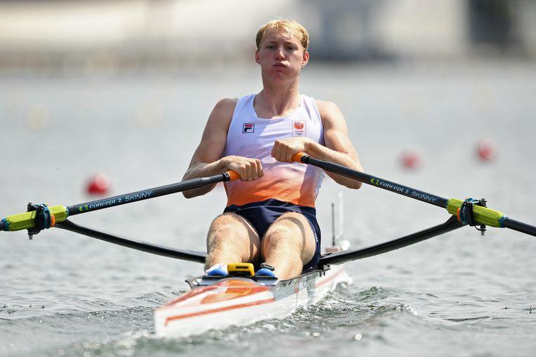 Finn Florijn in acties tijdens de series van de skiff van vrijdag.  Beeld REUTERS