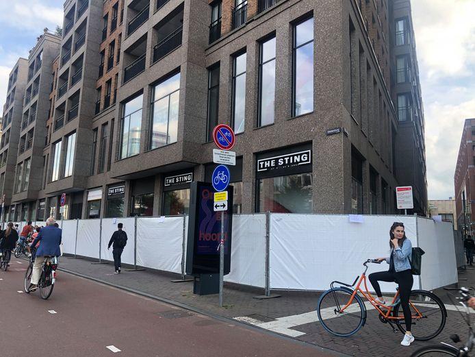 Rondom het pand zijn hekken geplaatst, de fietsen in de Vlaamse Toren zijn verplaatst naar de zijde aan het Vredenburgplein.