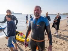 VIDEO | Zeezwemmers voltooien unieke tocht langs Walcherse kust met steun van zeehond
